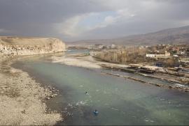Hasankeif, Turchia, 2011. Una veduta del fiume Tigri vicino al confine con Siria e Iraq