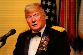 Donald J. Trump con le stellette da Capo di Stato Maggiore