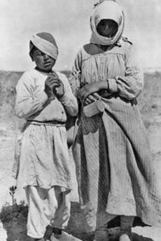 Una rifugiata armena con la figlia (fonte Wikicommons)