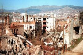 Zona di Sarajevo distrutta durante l'assedio (fonte Wikicommons)