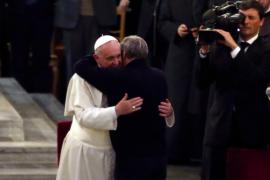 L'abbraccio tra don Ciotti e Papa Francesco lo scorso 21 marzo a Roma