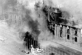 Il Palazzo della Moneda in Cile durante il golpe dell'11 settembre 1973