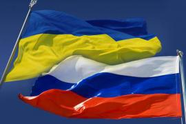 Le bandiere di Ucraina e Russia
