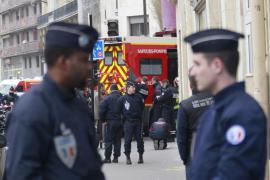 Le forze dell'ordine dopo l'attacco a Charlie Hebdo