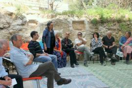 Dyana Shaloufi Rizek parla agli invitati alla cerimonia per la Giornata dei Giusti