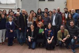 I redattori di Agos davanti alla nuova sede del settimanale e della Hrant Dink Foundation