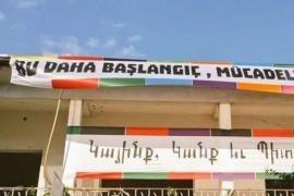 Striscioni di Nor Zartonk in turco e armeno