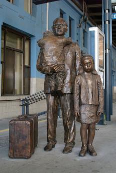 La statua di Kent dedicata a Winton