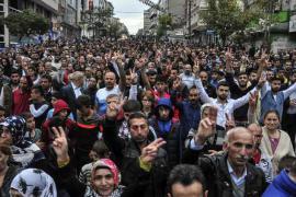 Manifestazione di protesta contro l'attentato che ha ucciso 97 persone ad Ankara