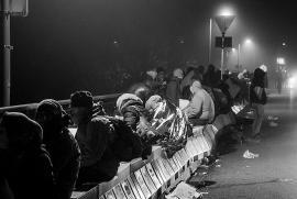 Rifugiati al confine tra Austria e Germania, foto di Christian Michelides