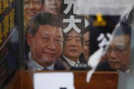 Volti di politici cinesi sulle copertine dei best-seller popolari a Hong Kong