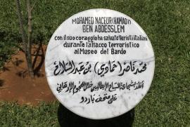 Il cippo dedicato ad Hamadi nel Giardino dei Giusti di Tunisi