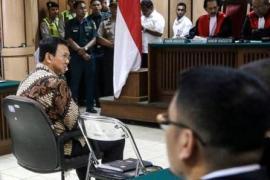 Un'immagine del processo, trasmesso dalla tv indonesiana