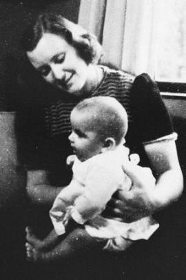 Marion Pritchard con la piccola Erika Polak che curò come fosse sua figlia