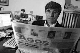 Hrant Dink nella redazione del settimanale Agos, da lui fondato