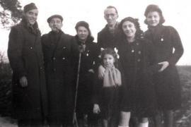 Roger e Jeanette Voinot (secondo e terza da sinistra), Rochelle Kokotek (seconda da destra), gennaio 1944