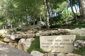 Il Giardino dei Giusti di Gerusalemme è sorto nel 1962 presso il Mausoleo di  Yad Vashem, il luogo della memoria della Shoah, in applicazione del punto 9