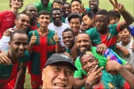 Foto di gruppo della All Black FC