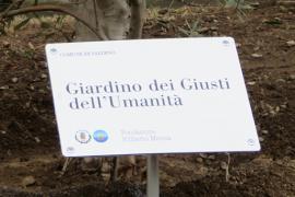 La targa del Giardino di Salerno
