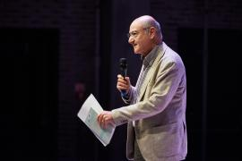 Gabriele Nissim durante la presentazione al Teatro Franco Parenti