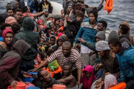 Nave carica di migranti