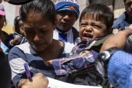 Bimbo separato dalla madre alla frontiera degli USA