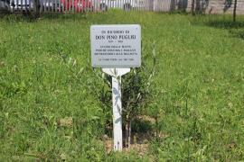 la targa per Don Pino Puglisi al Giardino di Vignate