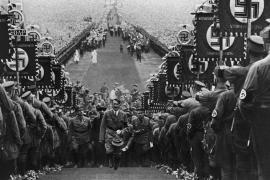 Un'immagine dell'ascesa di Hitler
