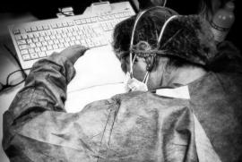 Una delle foto simbolo degli infermieri impegnati nell'emergenza Covid19
