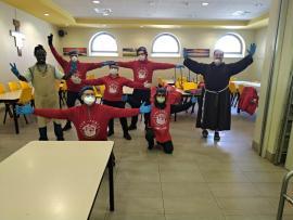 A Bergamo i City Angels aiutano i frati cappuccini a tenere aperta la mensa per i poveri