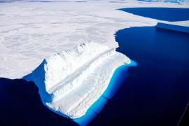 Ghiaccio marino e iceberg in Antartide