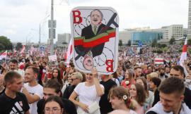Sostenitori dell'opposizione in corteo a Minsk