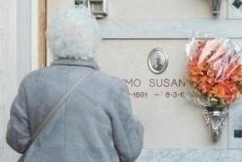 La Senatrice Liliana Segre visita la tomba di Susanna Aimo a Mondovì
