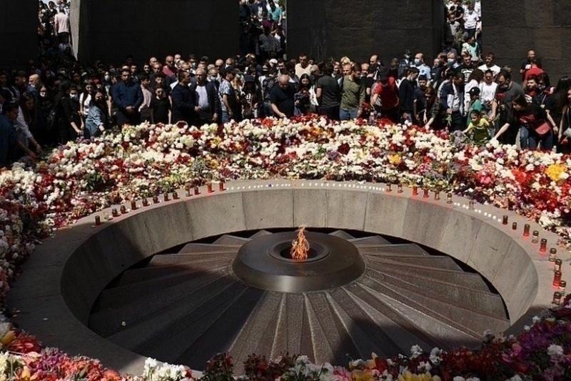 Commemorazione al memoriale del genocidio armeno a Yerevan