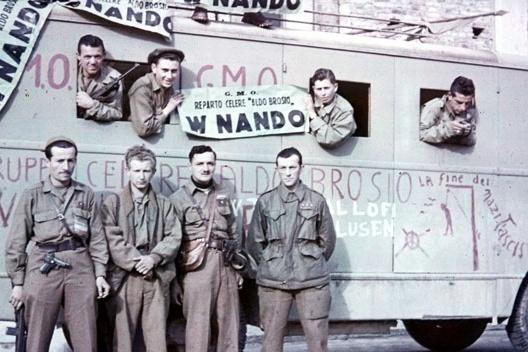 Partigiani del Reparto celere Aldo Brosio a Torino il 6 maggio 1945.