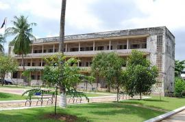 La prigione S-21, oggi parte del Museo del genocidio di Phnom Penh (da Wikicommons)