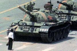 L'immagine simbolo della resistenza a Tienanmen