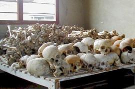 Teschi di vittime del genocidio del Ruanda (fonte Wikicommons)
