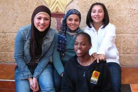 Studenti del Teatro della Libertà fondato da Arna Mer (da Flickr: utente joffwilliams)