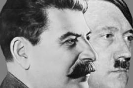 Ritratti di Stalin e di Hitler affiancati (fonte Wikicommons, utente Евгений Пивоваров)