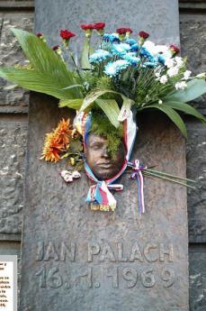 Targa commemorativa di Jan Palach (fonte Wikicommons, foto di dominio pubblico)
