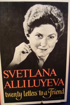 La copertina del primo libro di memorie della figlia di Stalin