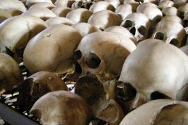 Teschi di vittime del genocidio ruandese (foto di configmanager)