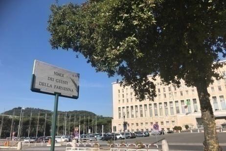 """Roma, inaugurato """"Viale dei Giusti della Farnesina"""""""