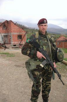 Scene di guerra in Kosovo, 2004 (foto di giovanni.k)