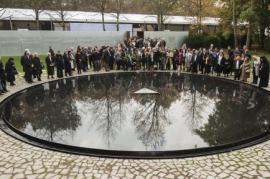 L'inaugurazione del Memoriale (foto di sueddeutsche.de)