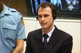 Fatmir Limaj a processo a L'Aja nel 2005 (foto ICTY)