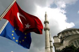 Bandiere di Turchia e Unione europea