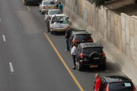 Israeliani si fermano nel traffico per commemorare Yom Ha Shoah (foto di Moti Milrod)