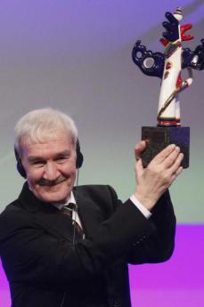 Stanislav Petrov premiato ben dopo il crollo dell'URSS (foto di Est Europa Forum)